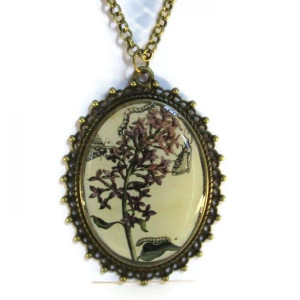 'Metamorphosis V' - Victorian Style Oval Necklace