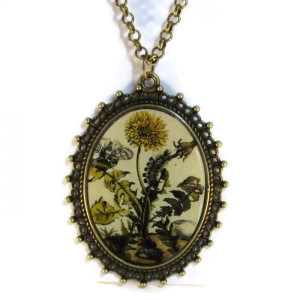 'Metamorphosis II' - Victorian Style Oval Necklace