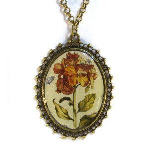 'Metamorphosis IV' - Victorian Style Oval Necklace
