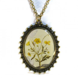 'Metamorphosis I' - Victorian Style Oval Necklace